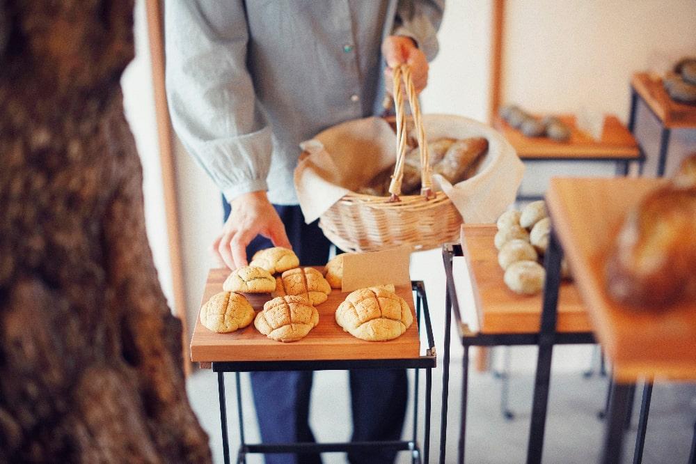 パンを摘む
